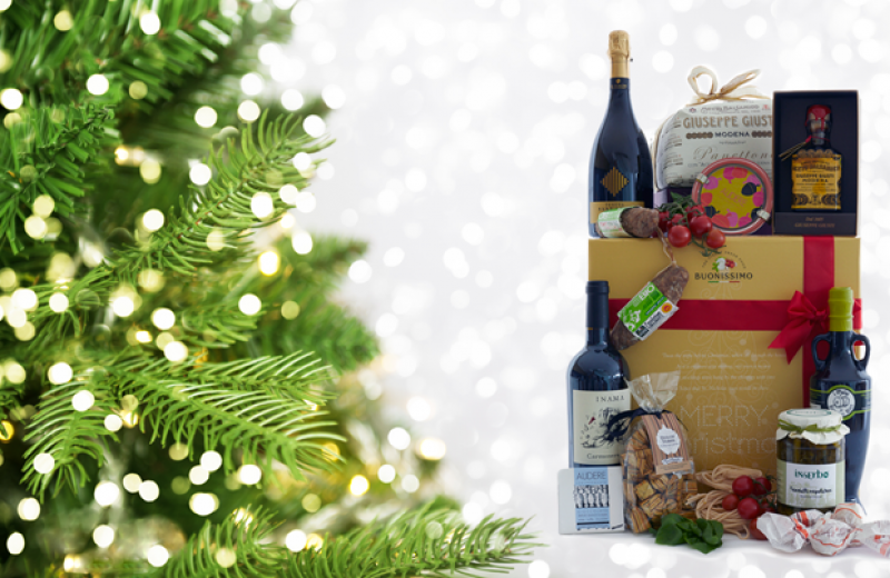 Take a look at our hampers, full of delicacies from Italy...